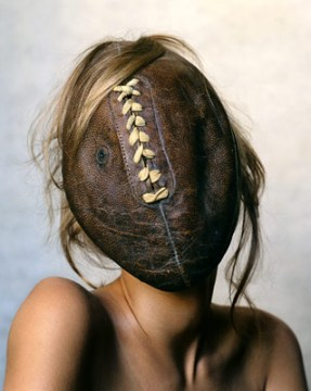 ExtremeBeautyinVogue_irving_penn_football_face_2002