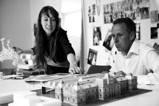 Iris van Herpen en Jan Benthem en Mels Crouwel foto Marnix Postma