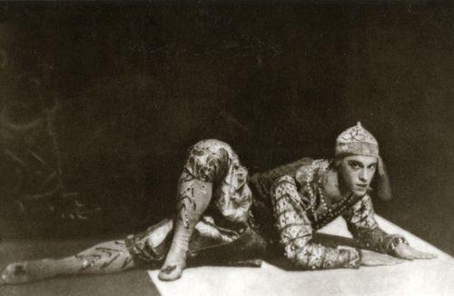 Vaslav Nijinsky i Siamesisk dans, 1910