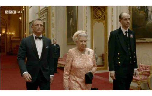 Olympics_Bond_Queen