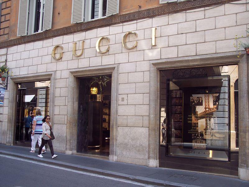 Gucci_window_OnceUponATimeInAmerica_byABattista