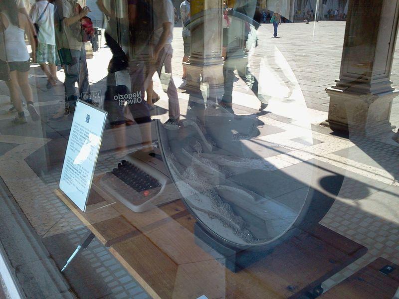 OlivettiShop_Venice_byAnnaBattista (5)