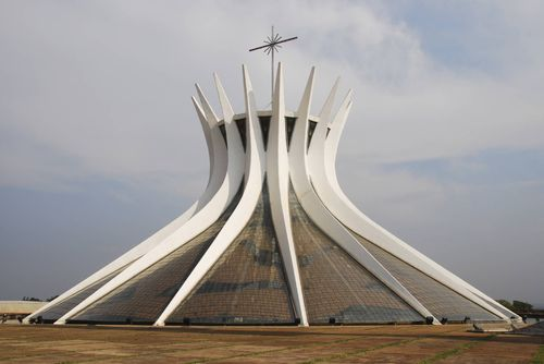 Niemeyer_Cathedral_Brasilia
