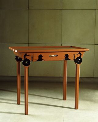 Eileen_Gray_table-aux-chars