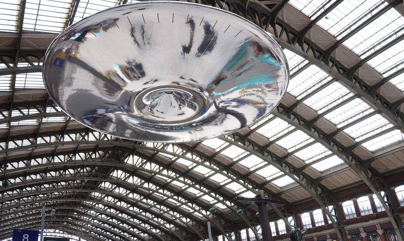 ROSS LOVEGROVE - 10a UFO - phSimona Cupoli