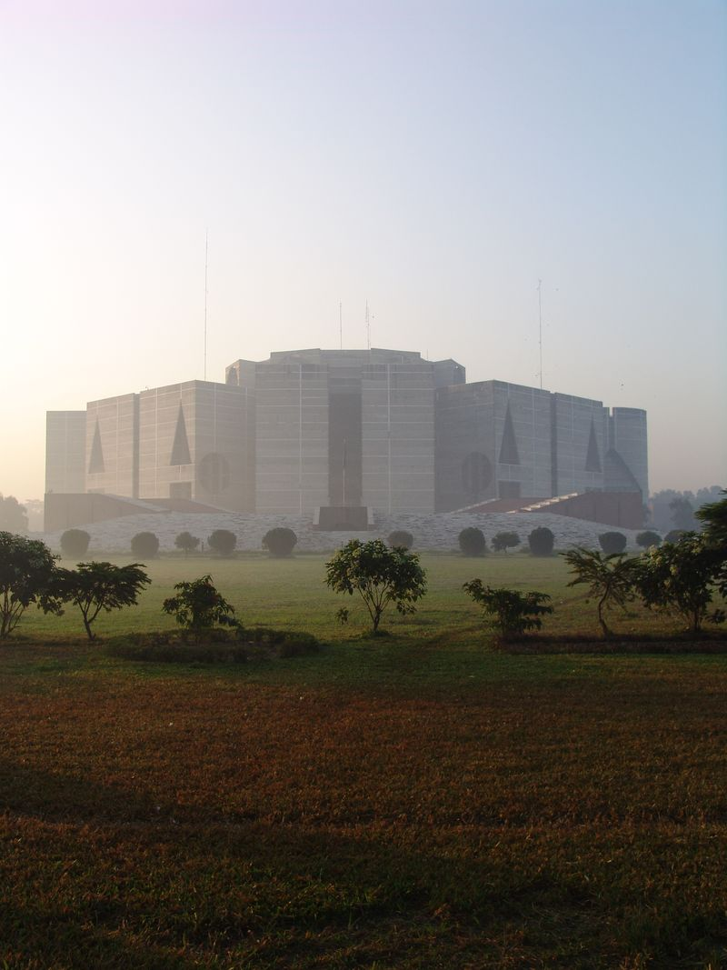 LouisKahn_NationalAssemblyofBangladesh