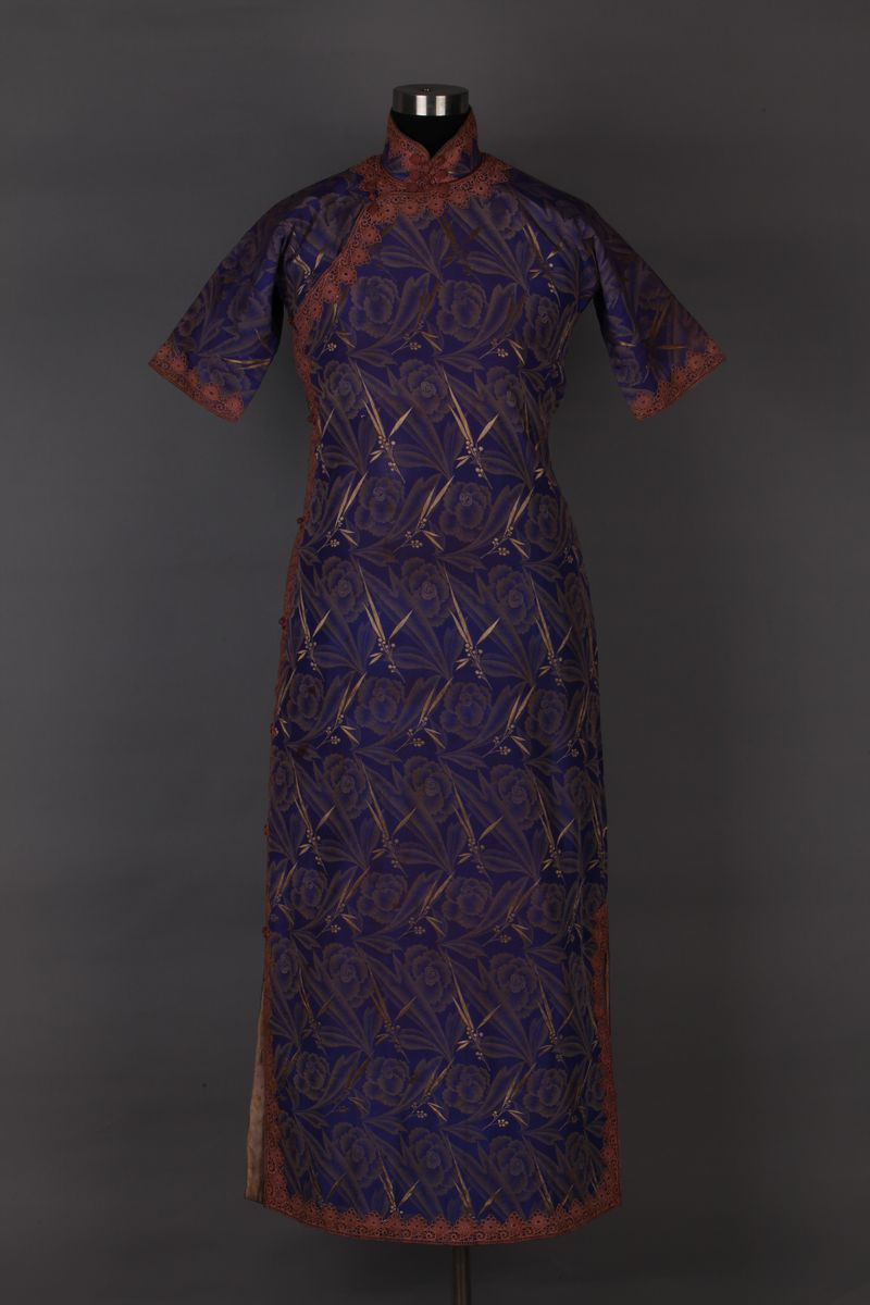 Half sleeve purple qi-pao with lace trimmings, 1930s, China National Silk Museum, Hangzhou