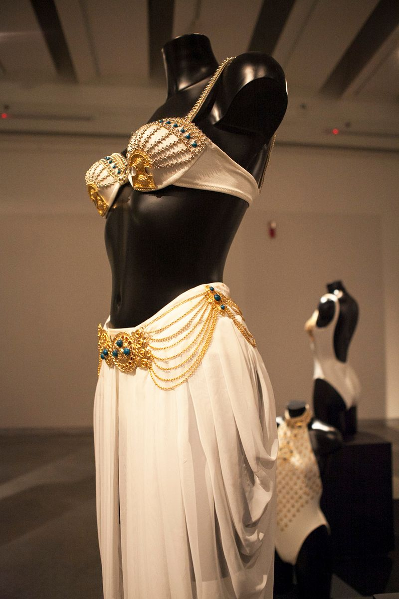 R_Lady Of the Daisies at Design Museum Holon. photo by Keren Lachman (15)