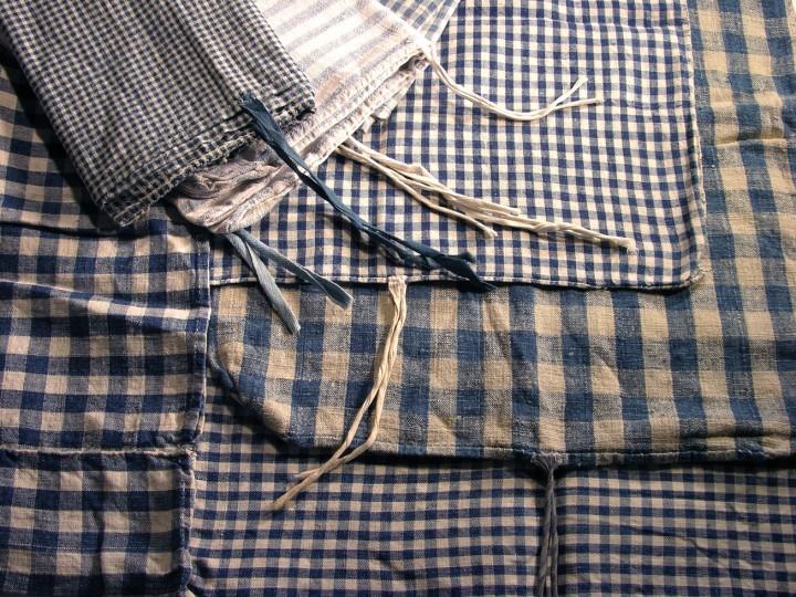 Bath_VI-091a-S-B-Bedcloths-of-natural-and-blue-handspun-linen-Plain-weave-weaver-unknown-Mühlviertel-district-Austria-about-C.1900-Leinenweberei-Vieböck-Helfenberg-720x540