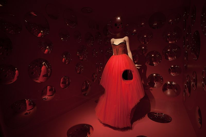 01 A Queen Within, Viktor and Rolf, Courtesy Museum Boijman van Beuningen, Thespian Queen, Photo Sarah Carmody 2