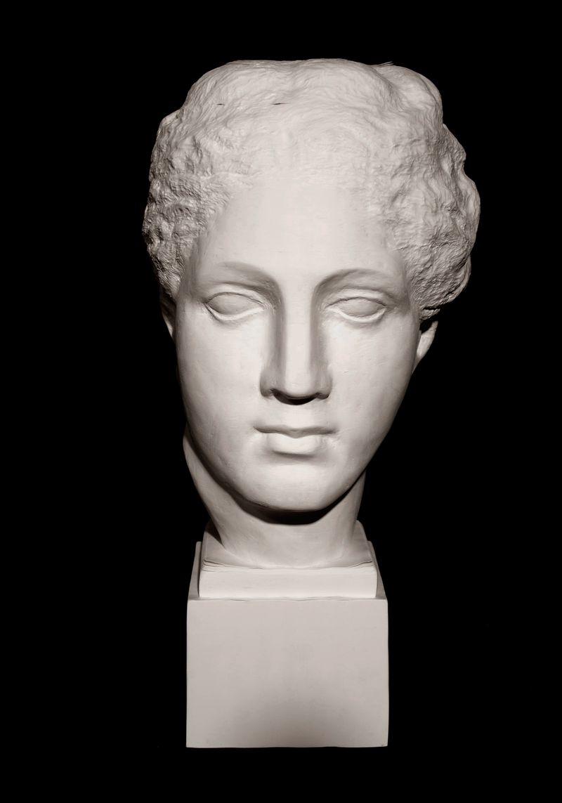 Li_Hongbo_Goddess_of_the_Parthenon_paper_45x22x25cm_2013_1