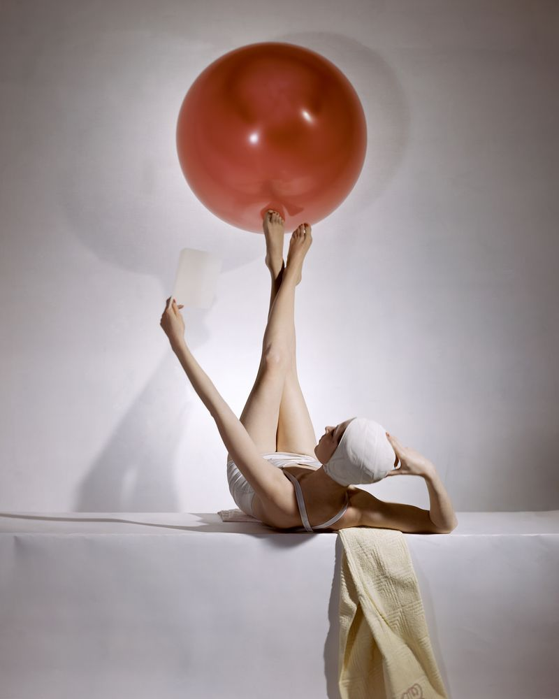 3._Summer_Fashions_American_Vogue_cover_15_May_1941__Conde_Nast_Horst_Estate