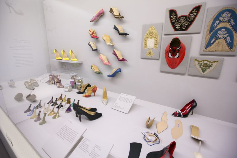 8._Installation_view_of_Shoes_Pleasure_and_Pain_13_June_2015_-_31_January_2016_c_Victoria_and_Albert_Museum_London