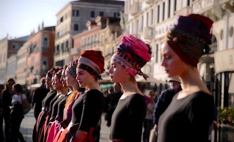 VeniceFashionNightraptus__rose_-_la_moda_liberata__la_stanza_vestita