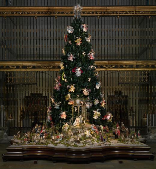 MET_ChristmasTree_NeapolitanCreche_1