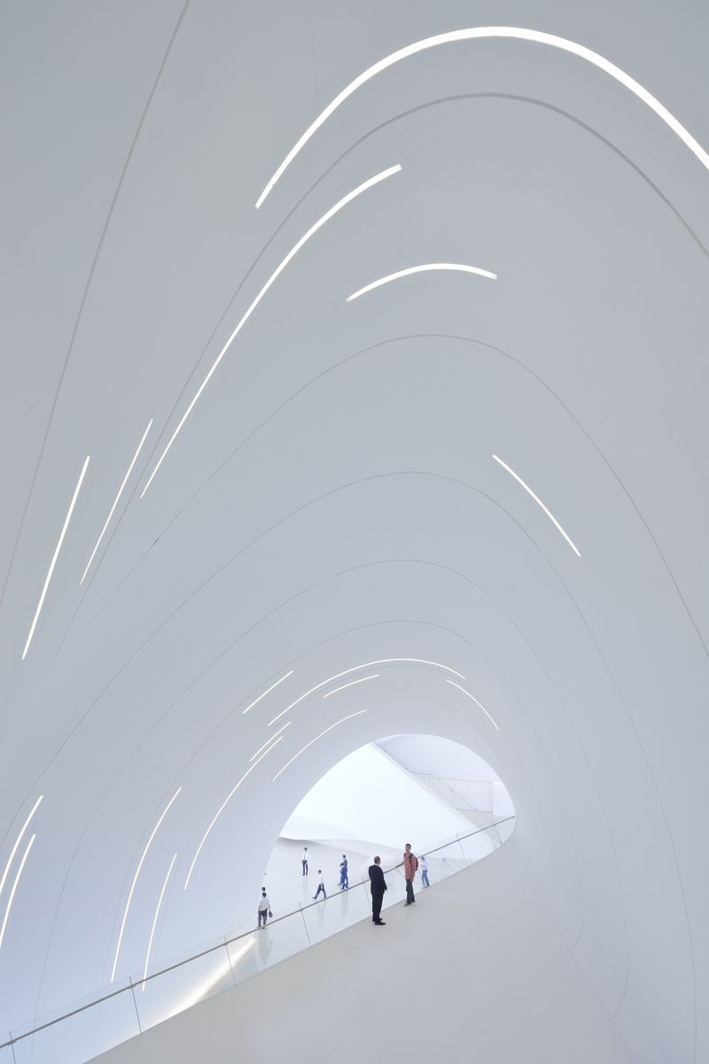 02. Heydar Aliyev Center, Baku_photo by Iwan Baan