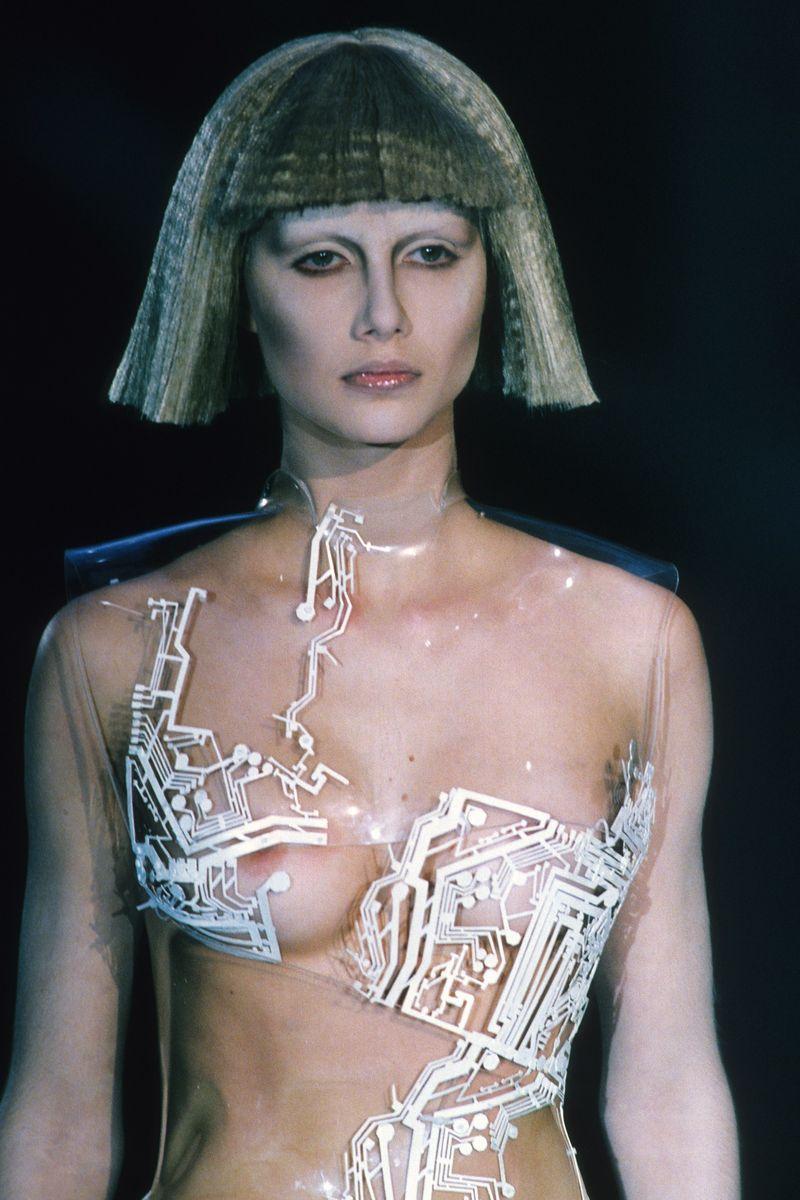 Givenchy_Fall_1999_f