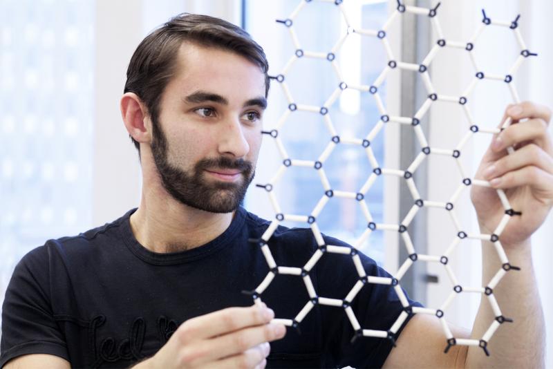 Graphene-honeycomb2500x1670