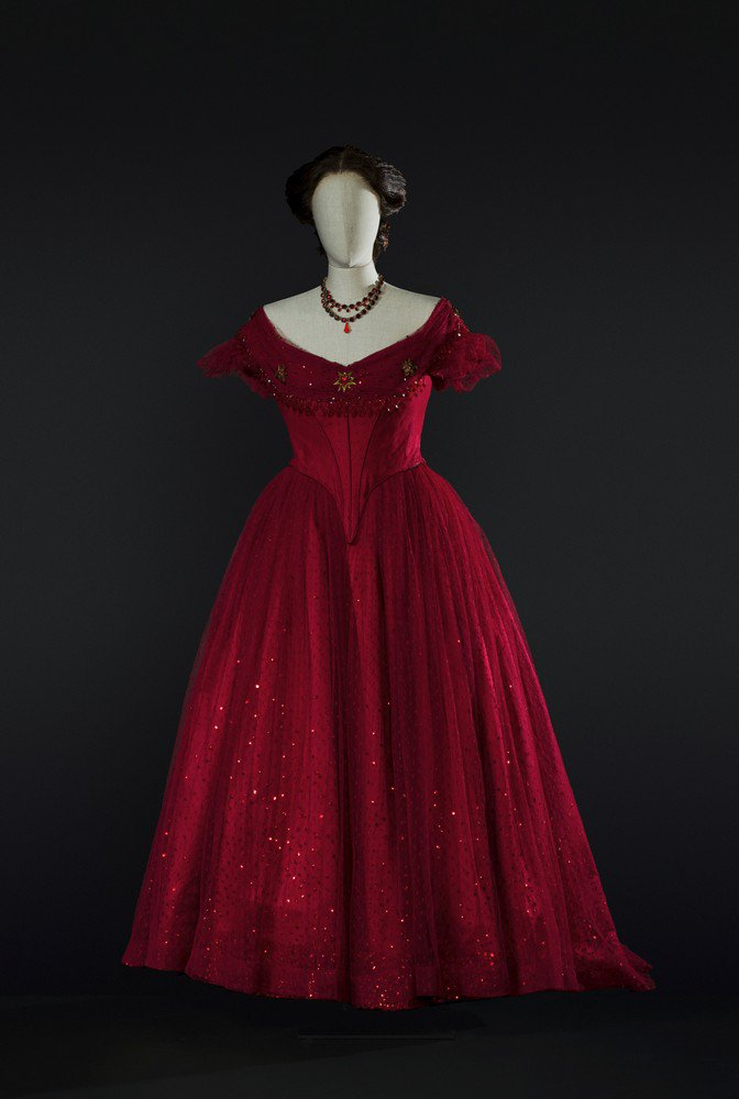 Incantesimi_La traviata  1990  costume by Pescucci