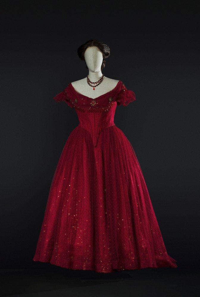 Incantesimi_La traviata  1990  costume by Pescucci