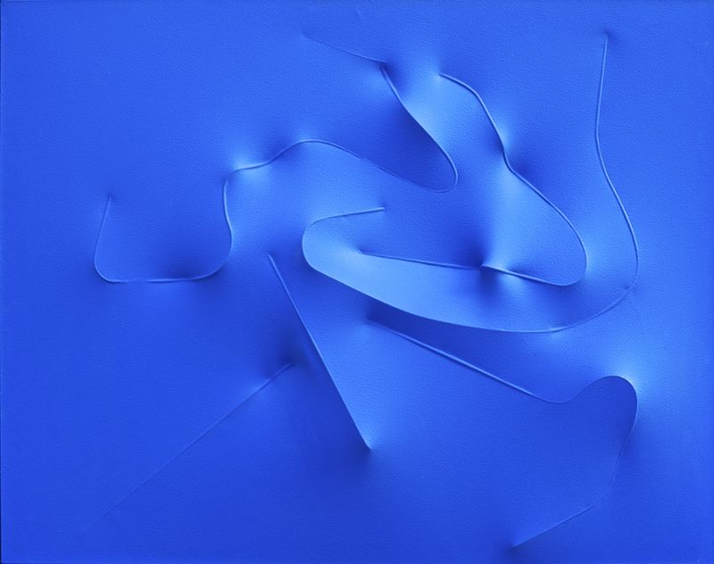 Agostino Bonalumi, Blu, 1993, vinyl  tempera on shaped canvas, 114 x 146 cm, courtesy Archivio Bonalumi and Mazzoleni London