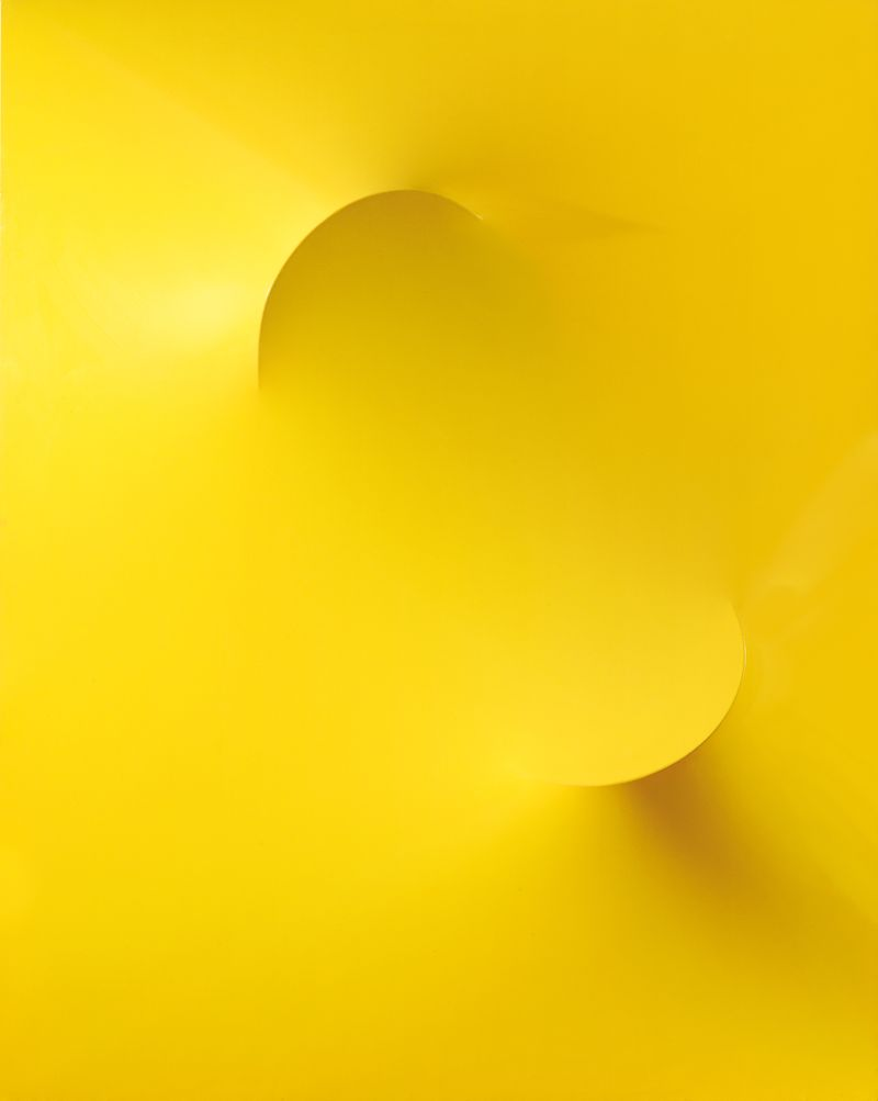 Agostino Bonalumi, Giallo, 1969, shaped Cir+®, 150 x 120 cm, courtesy Archivio Bonalumi and Mazzoleni London