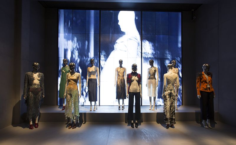 1._Installation_view_of_London_gallery_Alexander_McQueen_Savage_Beauty_at_the_VA_c_Victoria_and_Albert_Museum_London