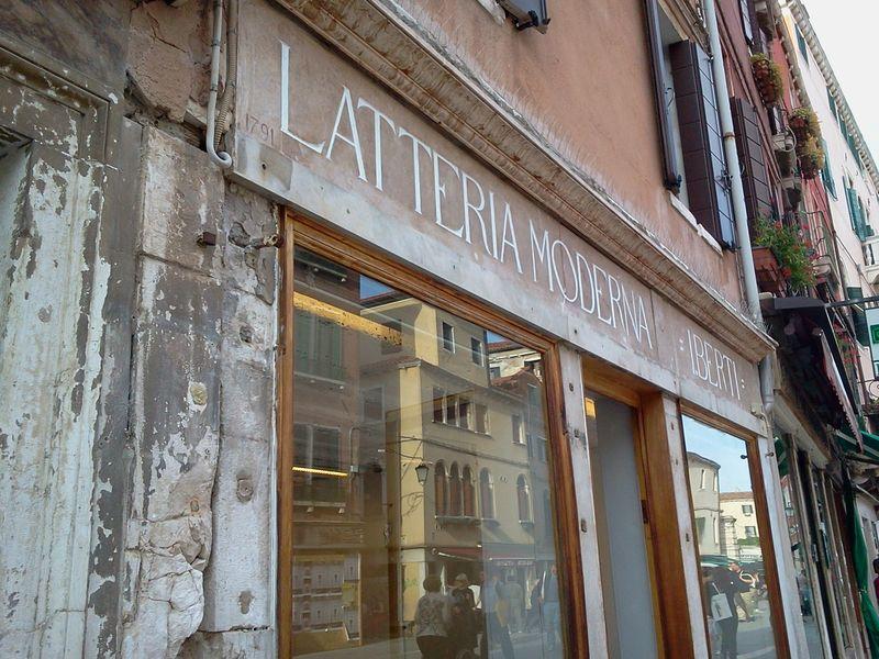 LatteriaModerna_Venice_byAnnaBattista (2)
