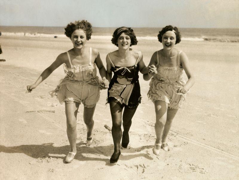 1900-1929 - Drie dames in badpak_1