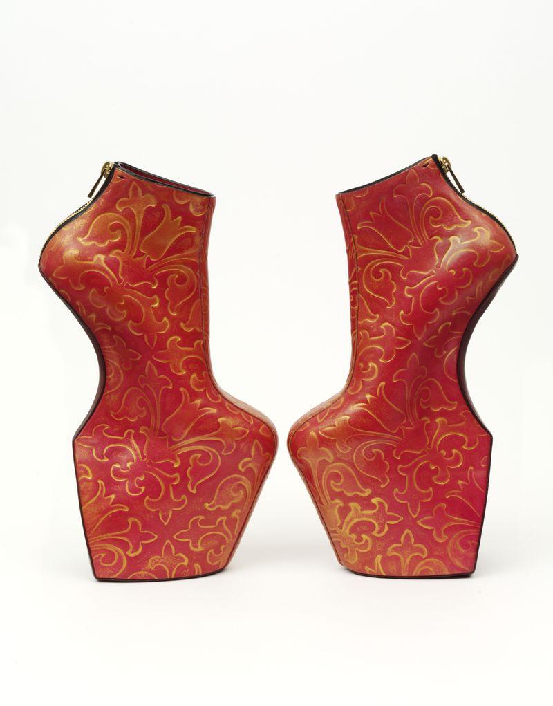 Heelless_shoes_by_Noritaka_Tatehana_2014