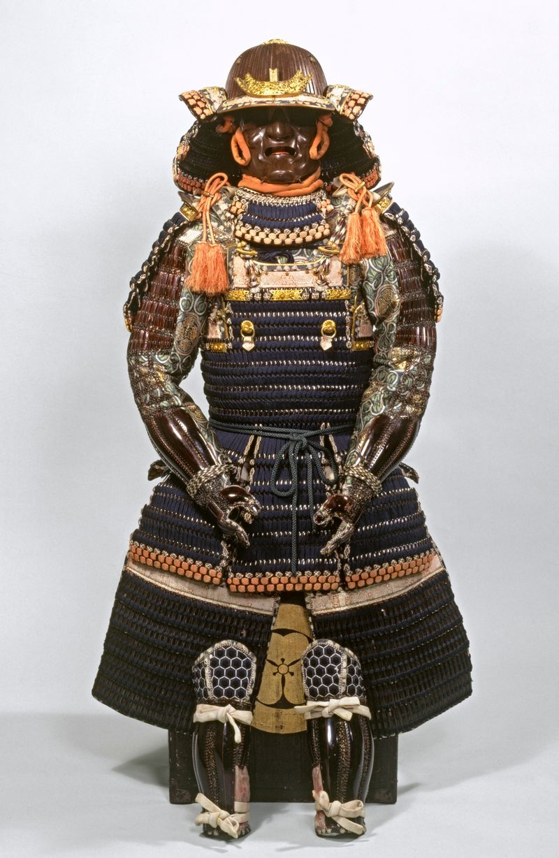 Suit_of_armour_in_Haramaki_style_Japanese_19th_century