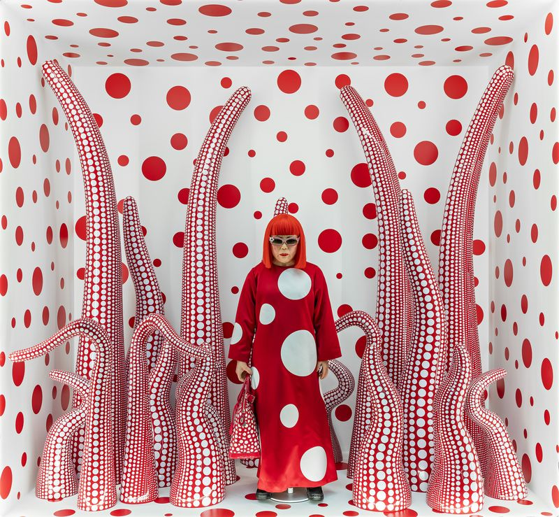 Kusama-Yayoi_Louis-Vuitton-shop-window-display-with-Tentacles_-2012-2015_ModernaMuseet_press