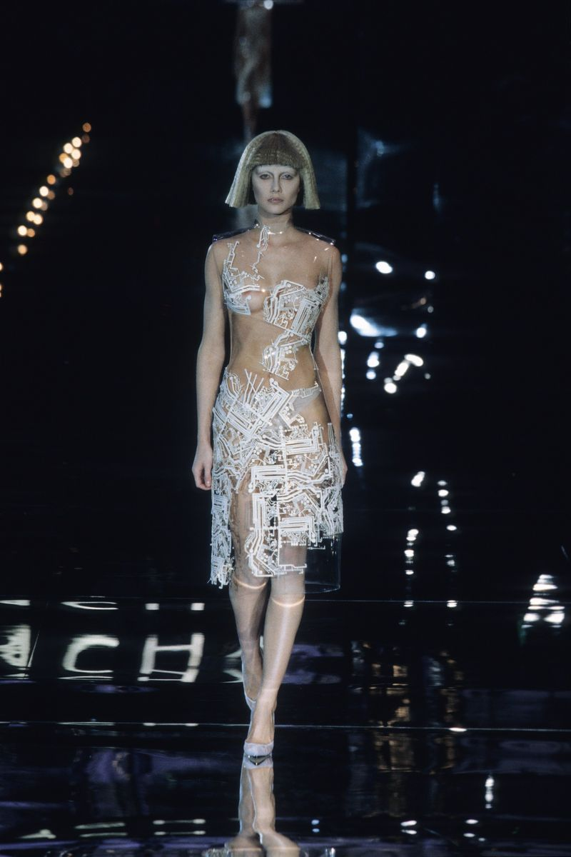 Givenchy_Autumn1999_b