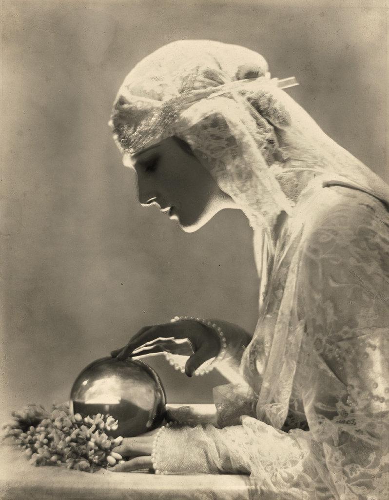 Vogue_100Dolores_by_Adolph_de_Meyer_Vogue_1921