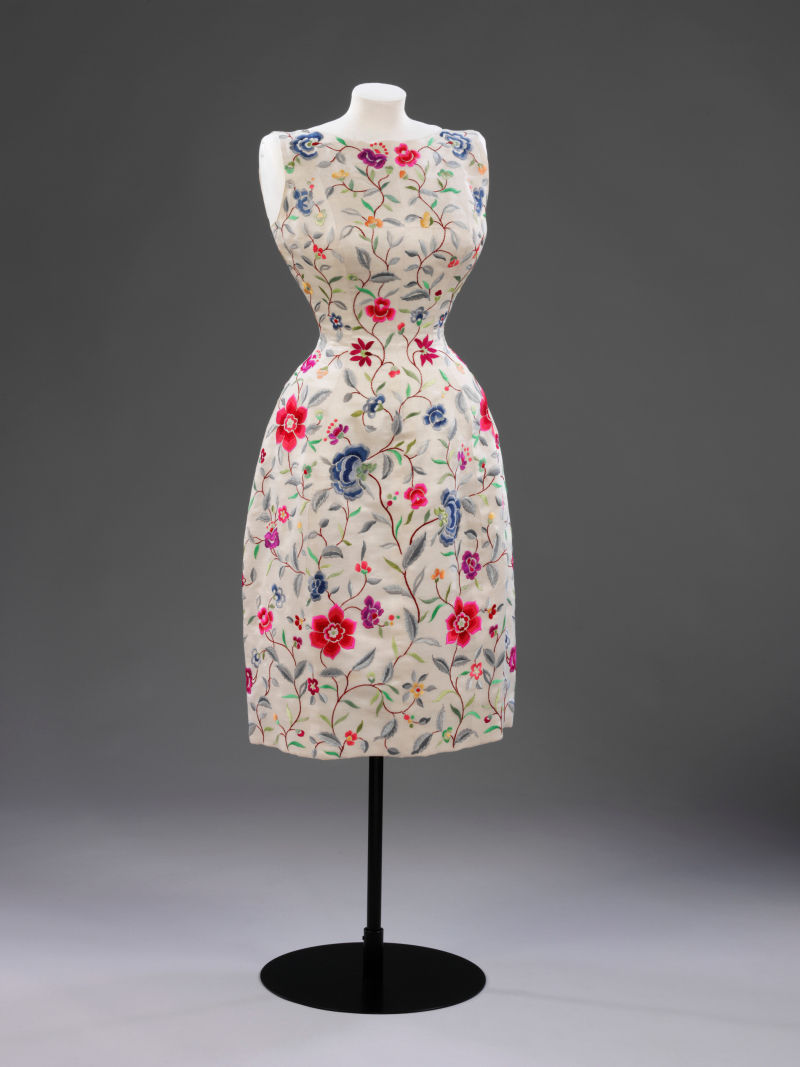 Embroidered_wild_silk_evening_dress_designed_by_Crist+¦bal_Balenciaga_Paris_1962_c_Victoria_and_Albert_Museum_London