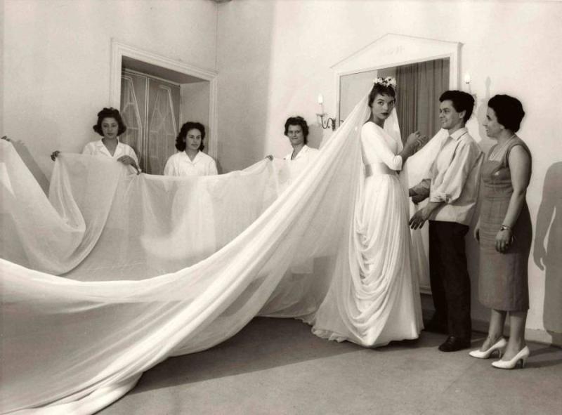ElsaMartinelli_Capucci_weddingdress