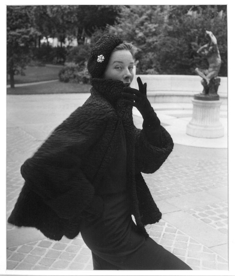 Bettina_Emile_Savitry_Bettina_Atrakan_de_Reveillon__Paris_1952