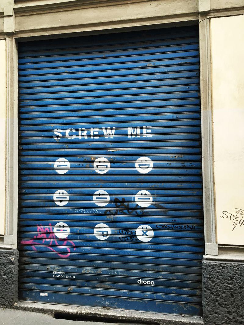 Droog_Ferramenta_Closed_SmileyGraffiti