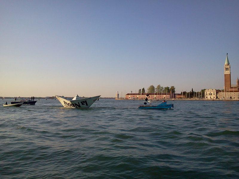 Venice_LampedusaInstallation_2_byAnnaBattista (19)
