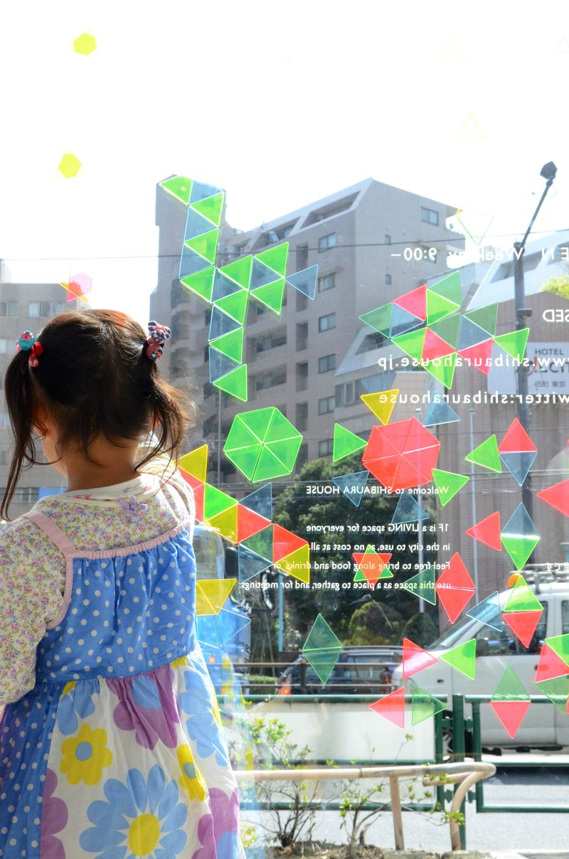 Sankakumado_geometric toys_playful window mosaic33-photographer-Nakano-Ougi