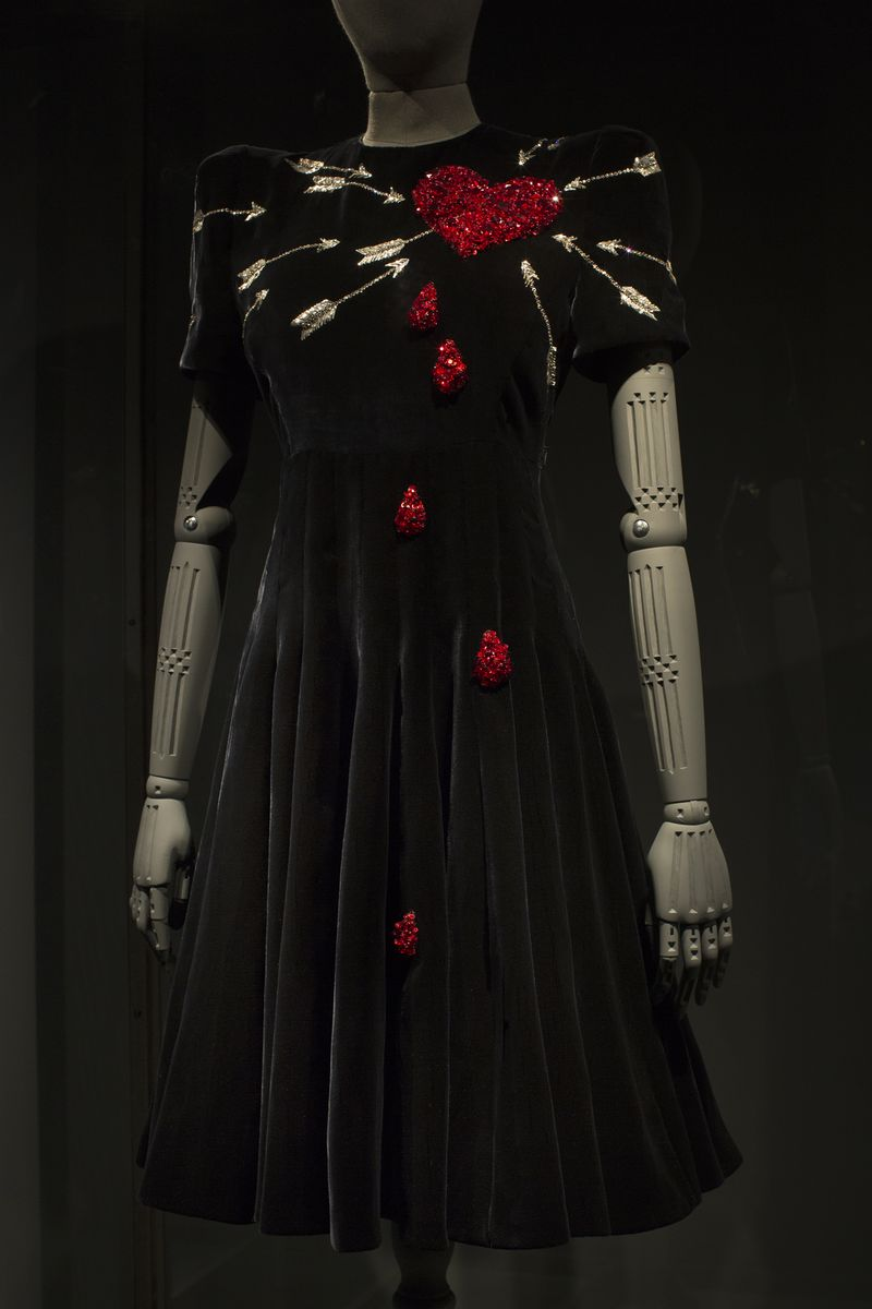 10 1 Utopian Bodies - Fashion Looks Forward Liljevalchs Craft and Form Schiaparelli Haute Couture Special commissioned wood carved mannequin arms by Anastasya Martynova Photo Mattias Lindback (1)
