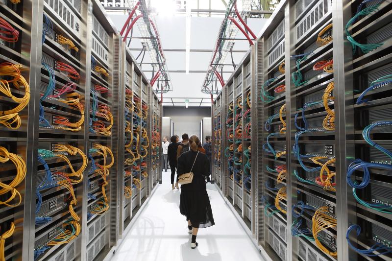 Chanel_SS17_DataCenter