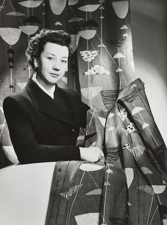 Lucienne_Day_in_New_York_with_Calyx_(1951) _1952