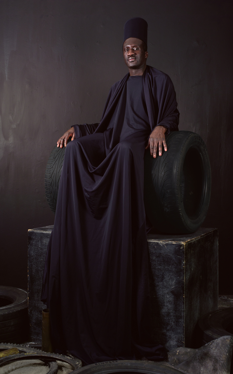 Maimouna Guerresi  Throne in Black  2016  Lambda print  200 x 125cm  Fondation Alliances Collection  courtesy of the artist and Mariane Ibrahim Gallery (1)