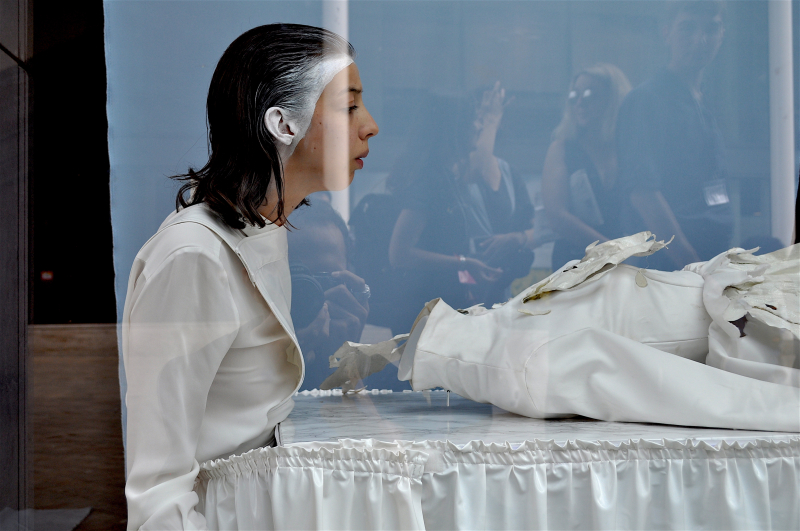 Dialogue between fashion and death - Nina Willens_3