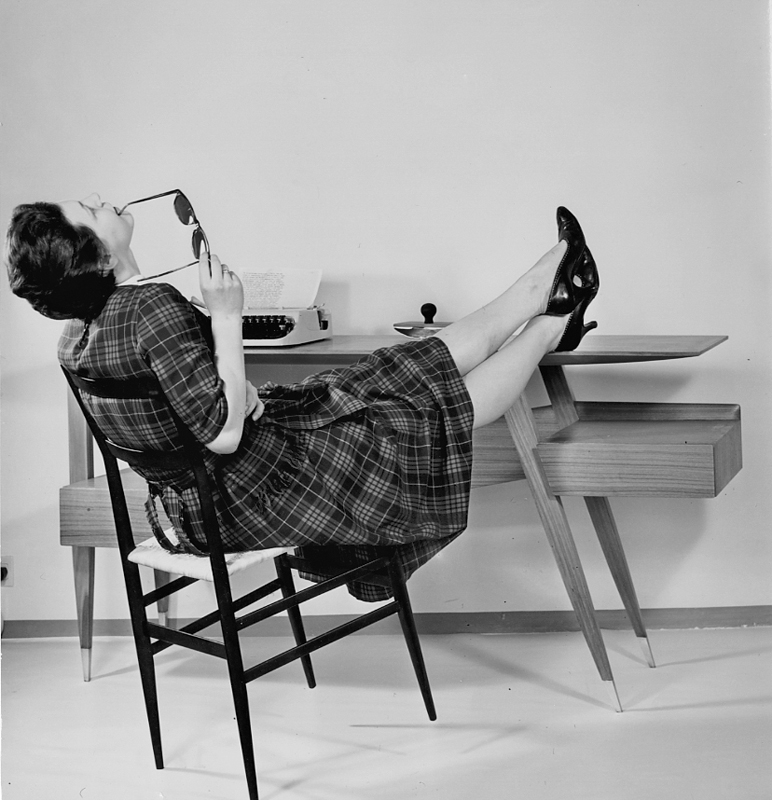Chaise Superleggera pour Cassina & Bureau Giordano Chiesa 1957 & 1953 Gio Ponti Archives