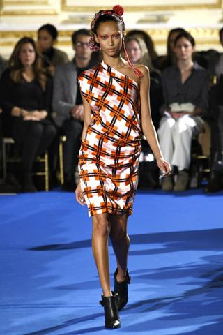 Платья в клетку - модный тренд сезона.